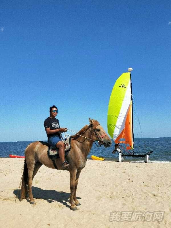 抛开闹市区东戴河也可以玩帆船骑海马吃海鲜烧烤